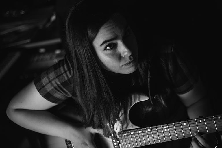 femme-guitare